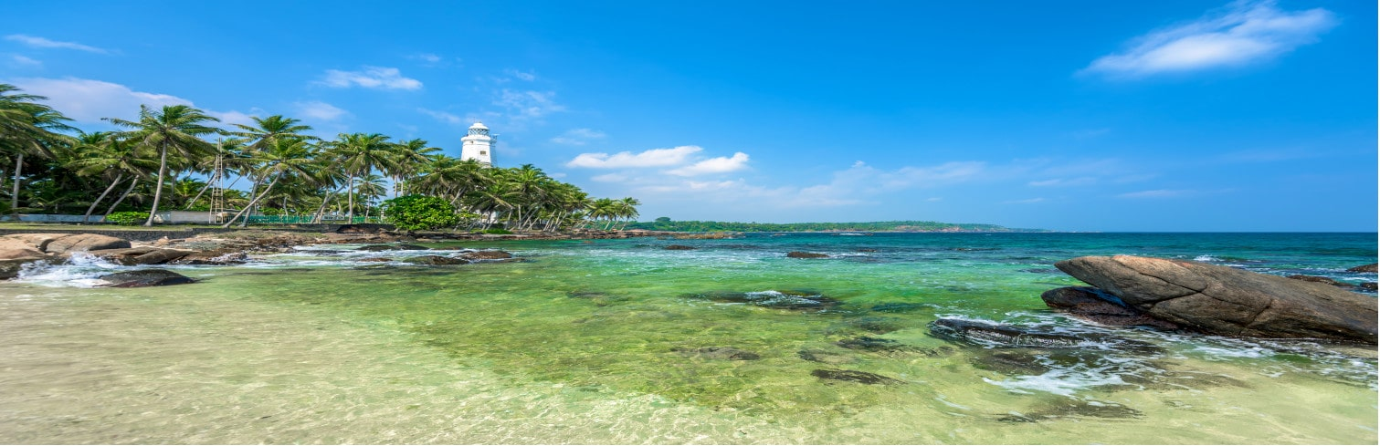galle beach-min